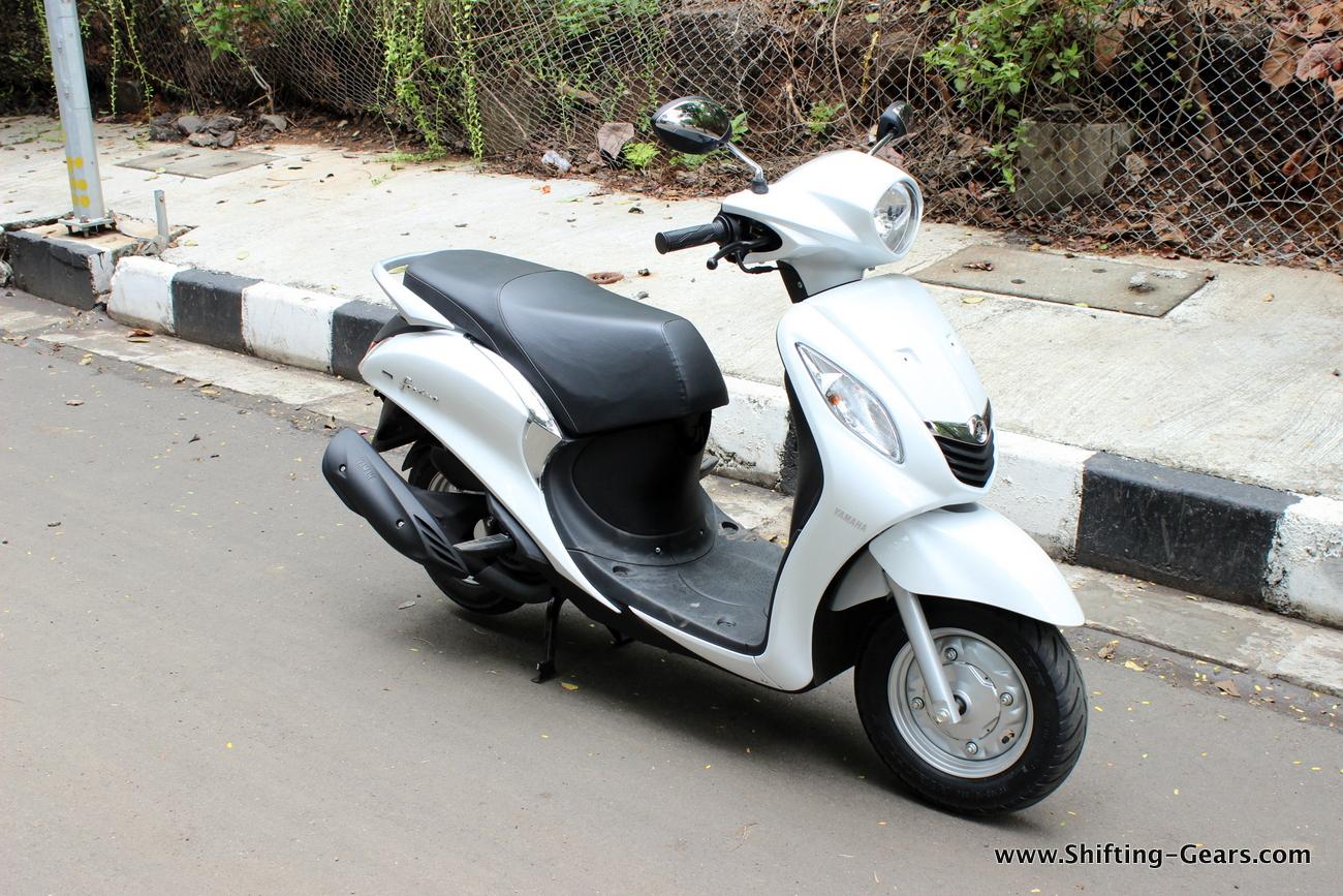 Yamaha Fascino Photo Gallery Shifting Gears