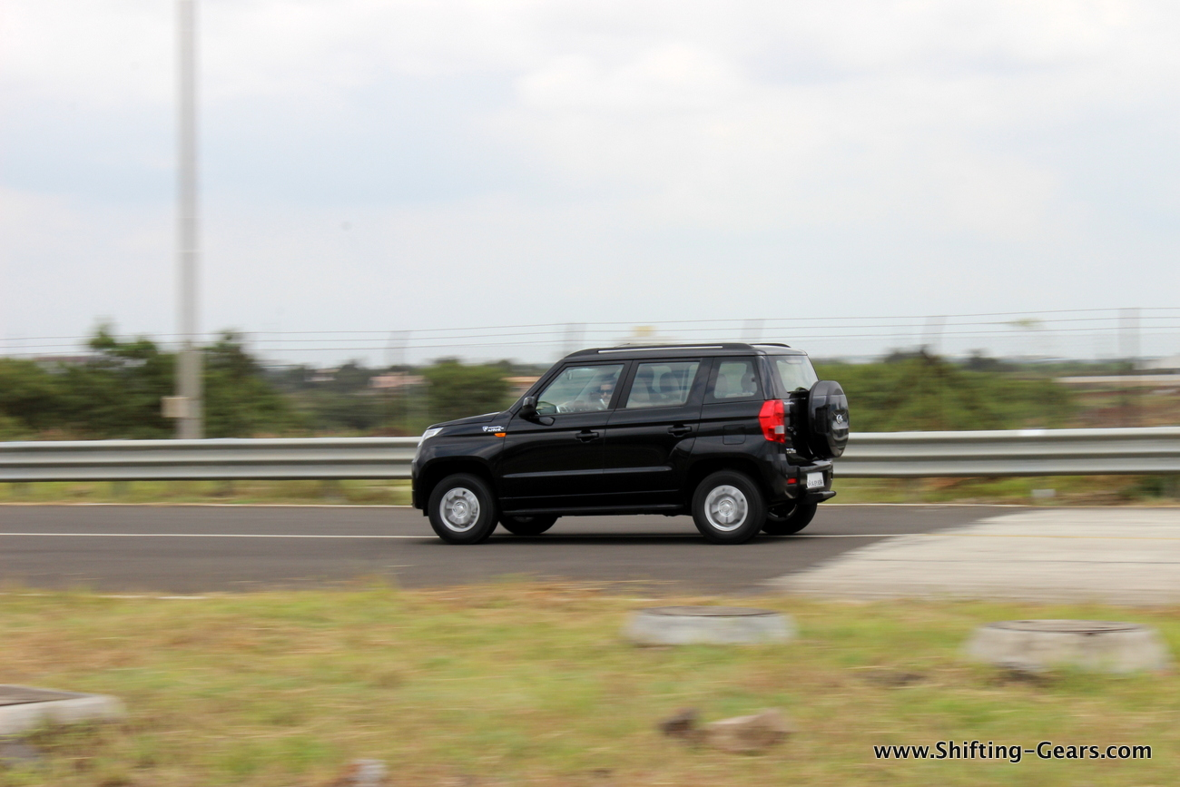 2015-mahindra-tuv300-05