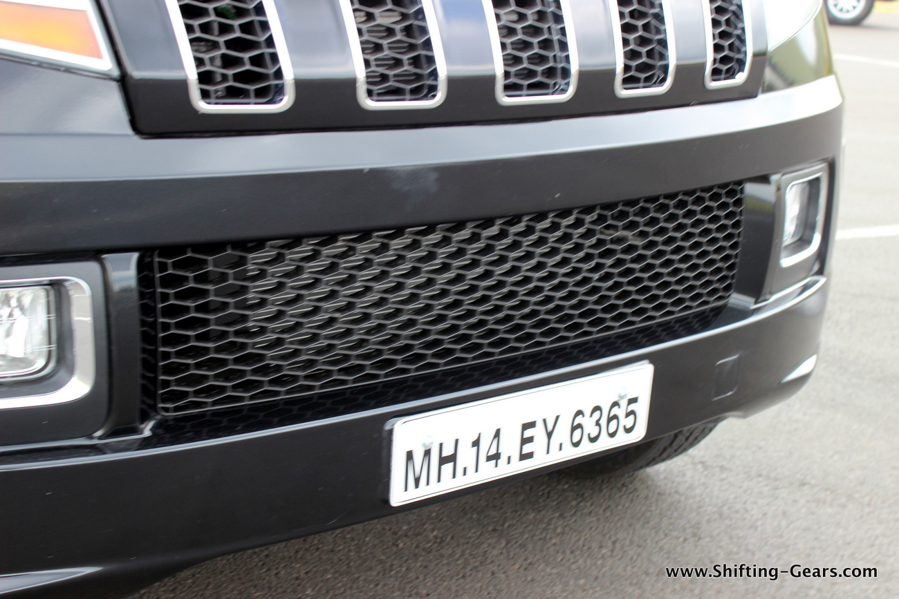 2015-mahindra-tuv300-25