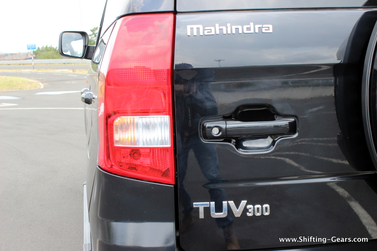 2015-mahindra-tuv300-34