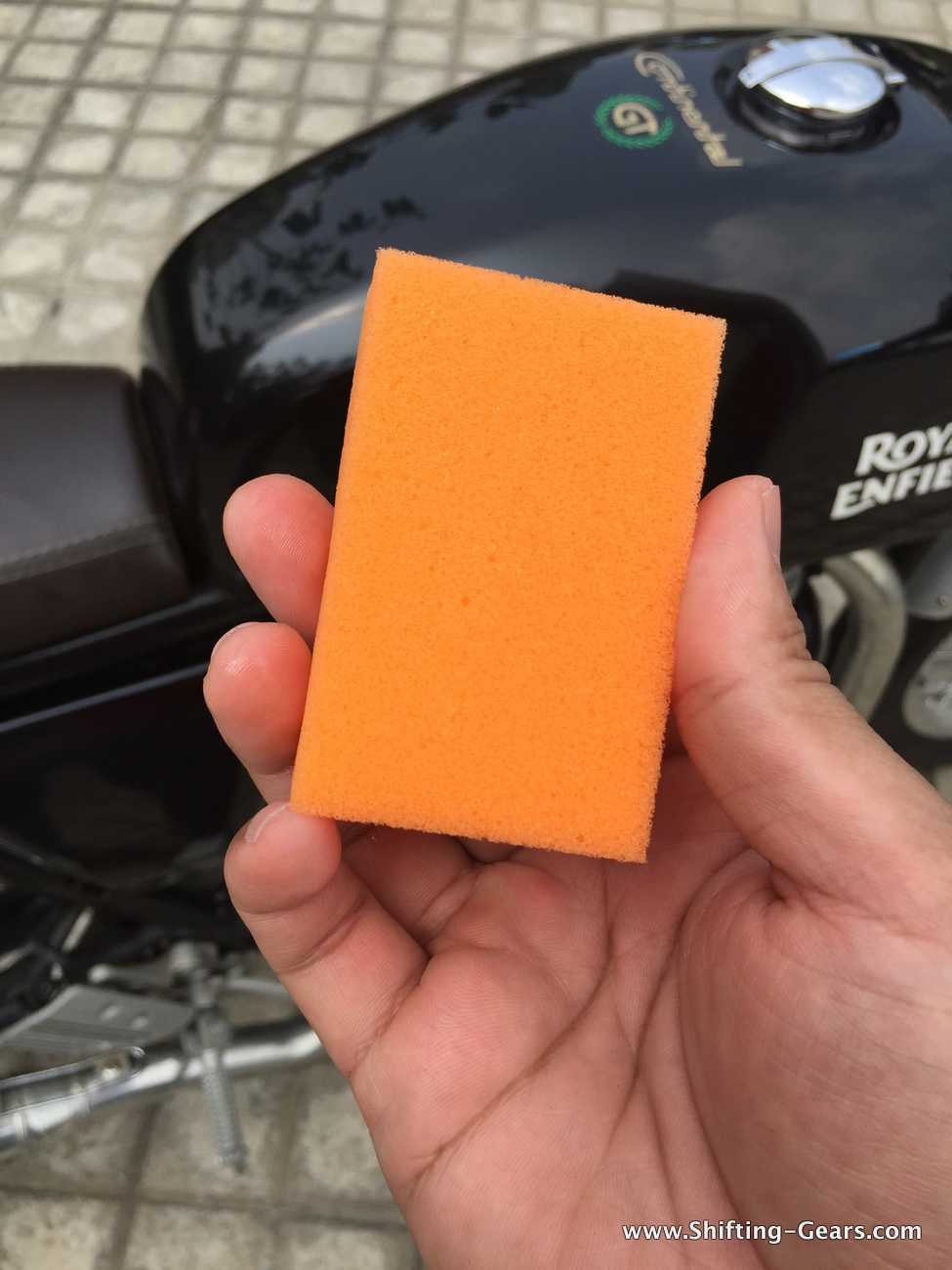 How the Insta Shine sponge looks, when unused