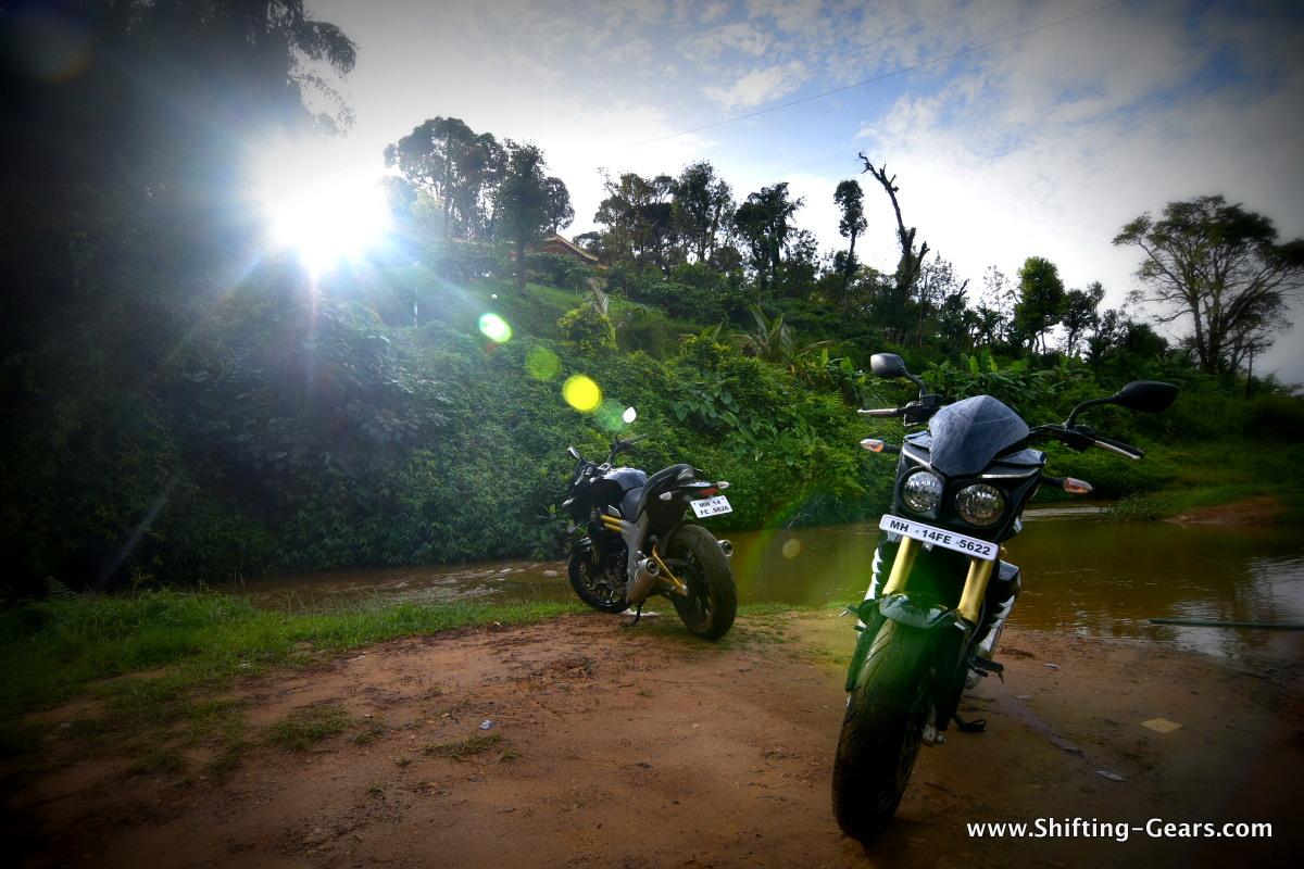 2015-mahindra-mojo-review-14