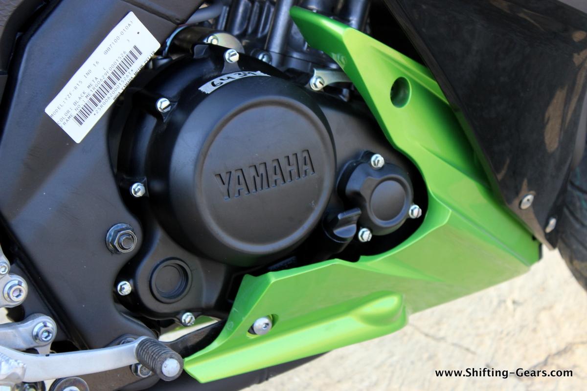 2015-yamaha-yzf-r15s-38