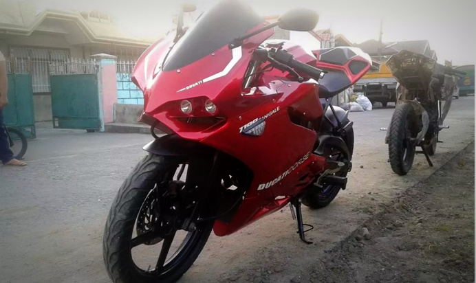 Pulsar 135 LS modified as a Ducati Panigale