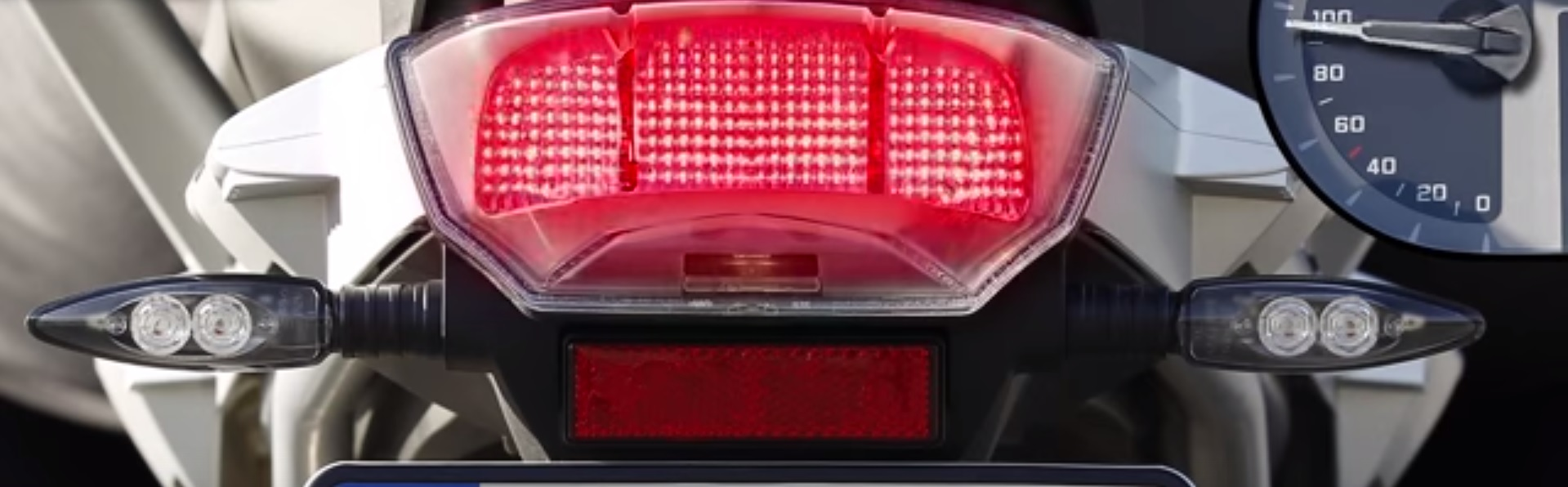 BMW develops dynamic brake lights
