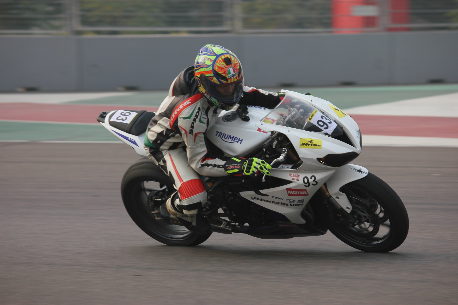 Triumph wins the 1st, 2nd & 3rd position in 600cc category of JK Tyre Racing Championship 2015