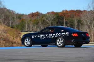 ford-mustang-stunt-driving-03