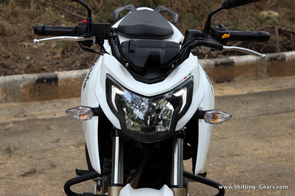 Tvs Apache Rtr 200 4v Photo Gallery Shifting Gears