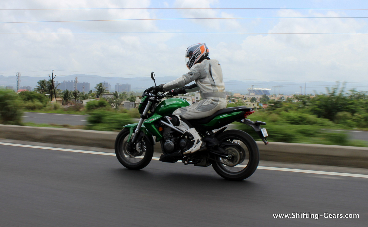 DSK Benelli TNT 300 photo gallery
