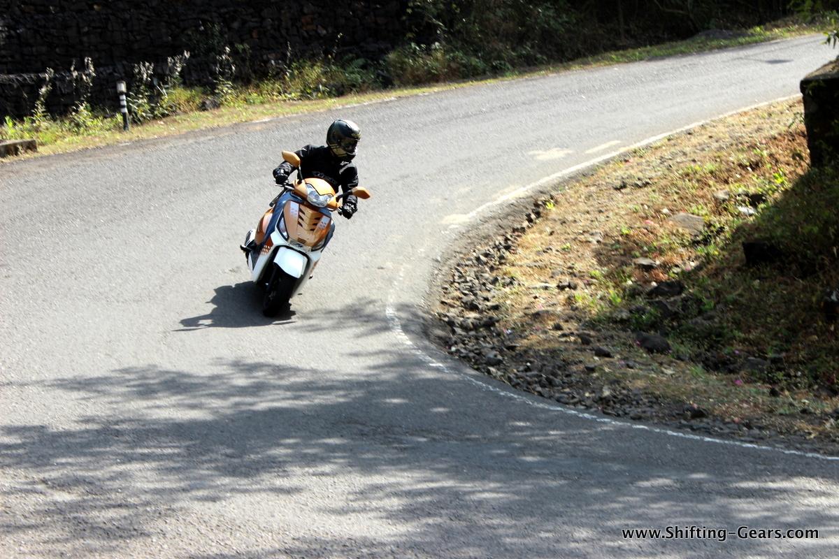 mahindra-gusto-125-scooter-07