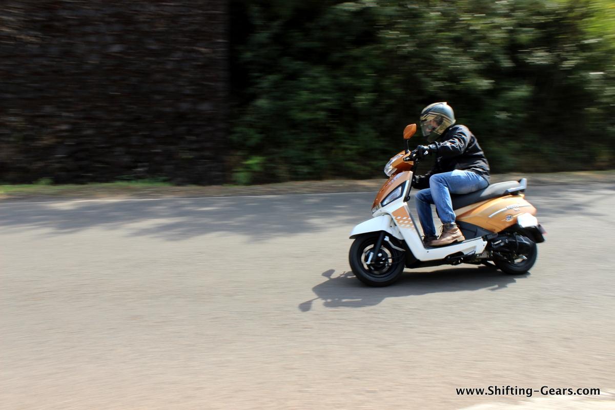 mahindra-gusto-125-scooter-09