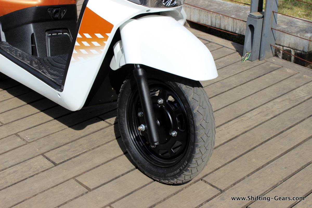 mahindra-gusto-125-scooter-17