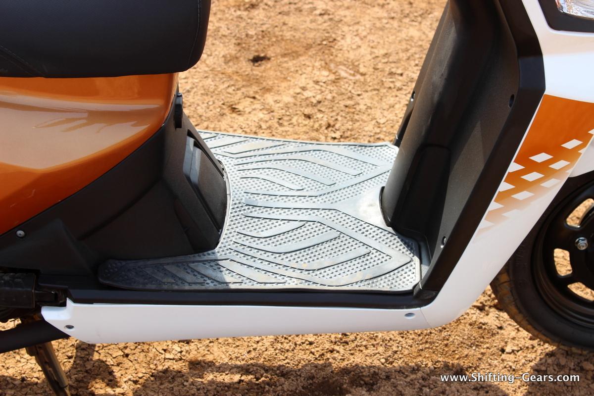 mahindra-gusto-125-scooter-29