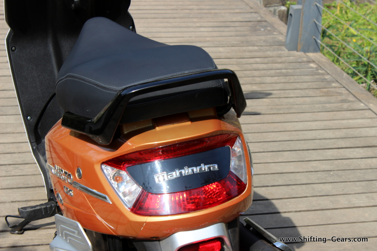 mahindra-gusto-125-scooter-34