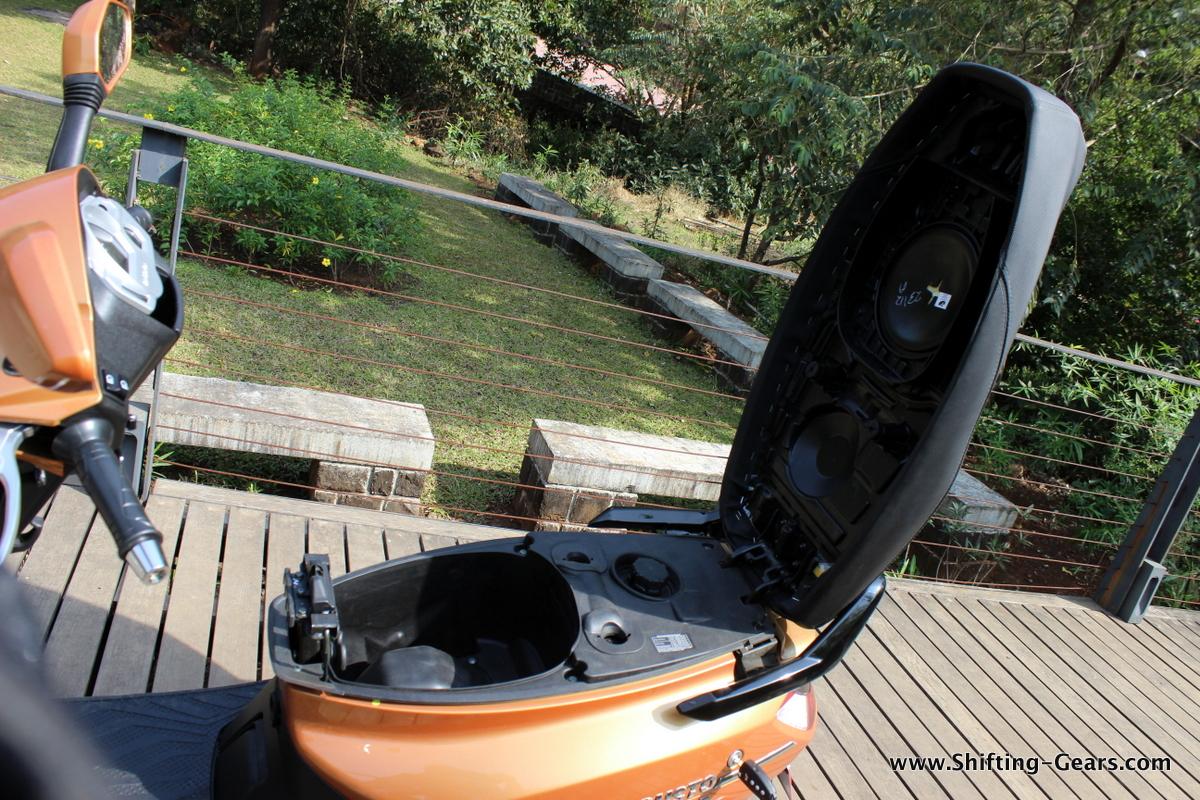 mahindra-gusto-125-scooter-37
