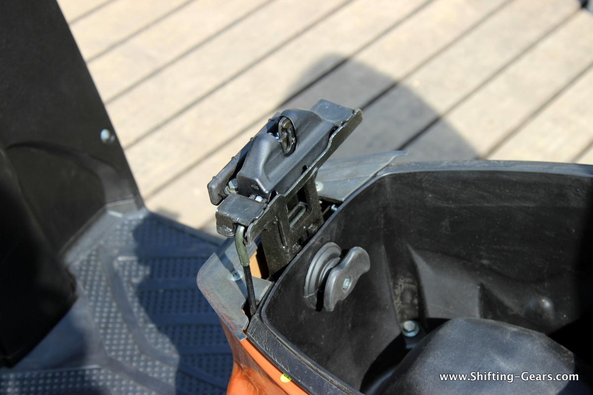 mahindra-gusto-125-scooter-38