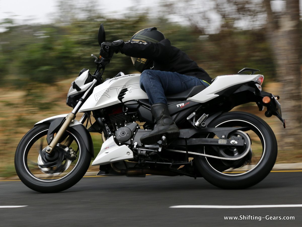 2016-tvs-apache-rtr-200-4v-review-14
