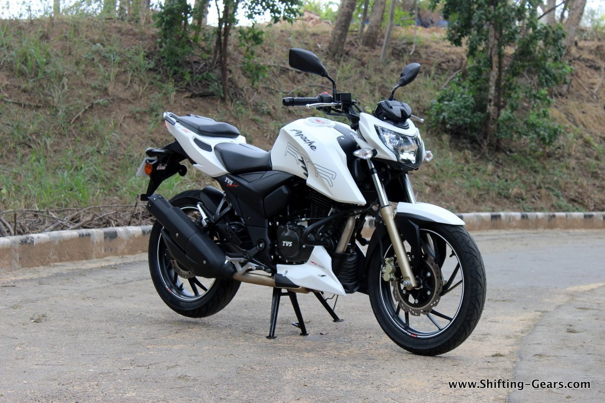2016-tvs-apache-rtr-200-4v-review-16