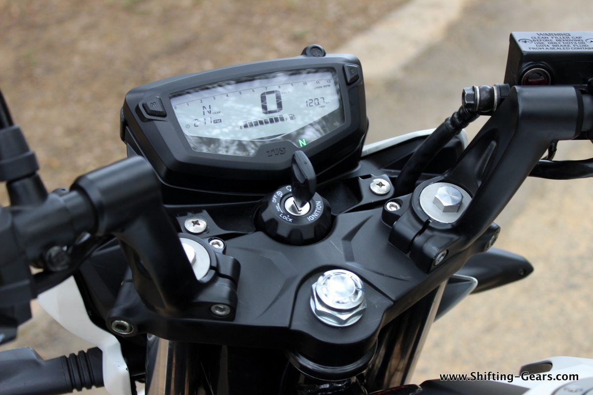 2016-tvs-apache-rtr-200-4v-review-23