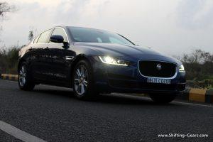 jaguar-xe-sedan-review-09