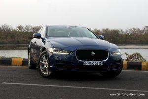 jaguar-xe-sedan-review-11