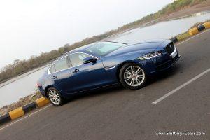 jaguar-xe-sedan-review-12
