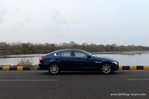 jaguar-xe-sedan-review-15
