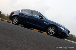 jaguar-xe-sedan-review-16