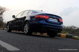 jaguar-xe-sedan-review-18