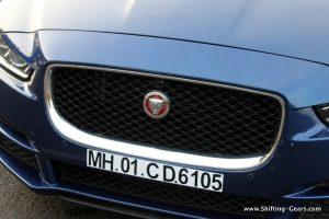 jaguar-xe-sedan-review-27