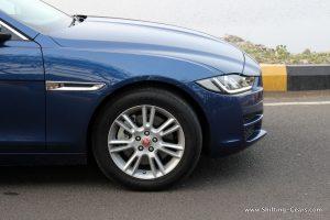 jaguar-xe-sedan-review-33