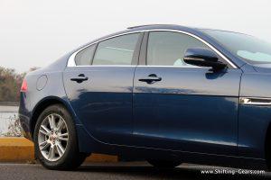 jaguar-xe-sedan-review-40
