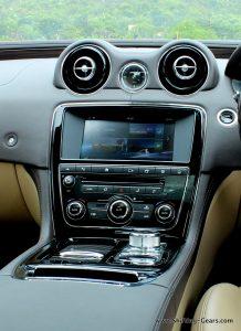2016-jaguar-xj-l-review-62