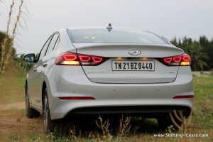 2016-hyundai-elantra-india-review-14