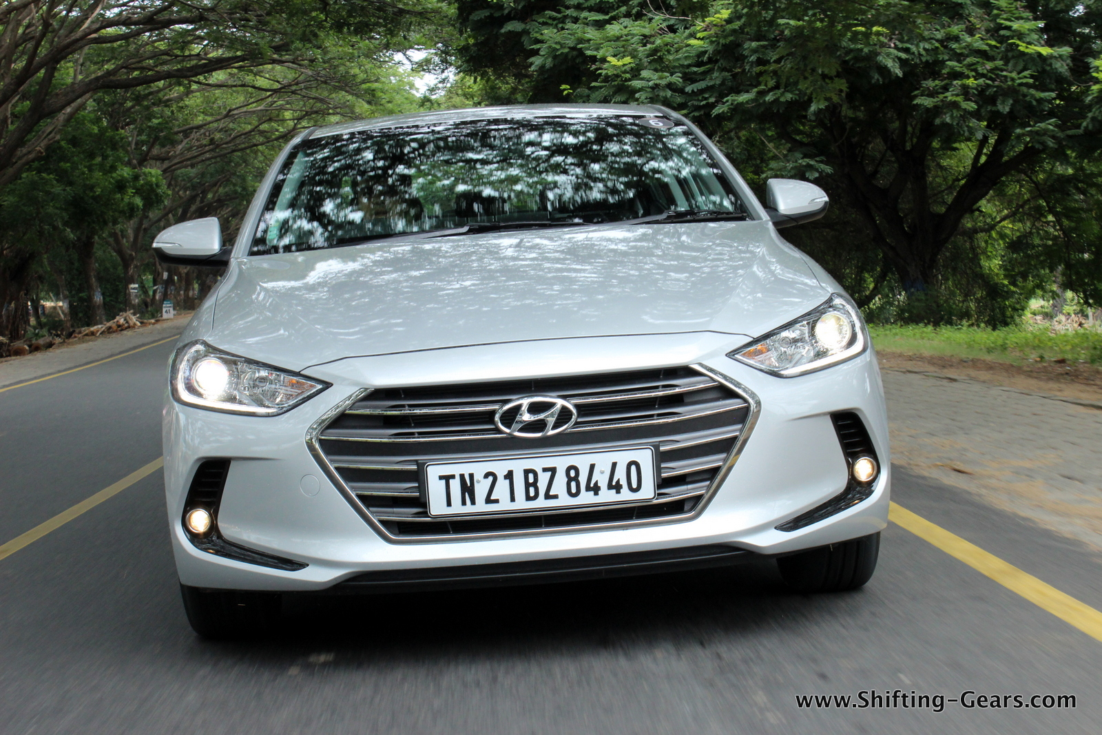 2016-hyundai-elantra-india-review-47