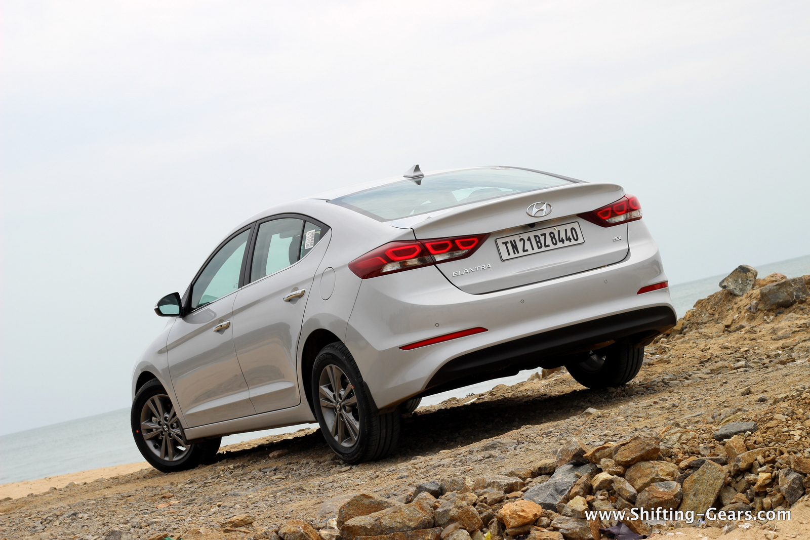 2016-hyundai-elantra-india-review-68