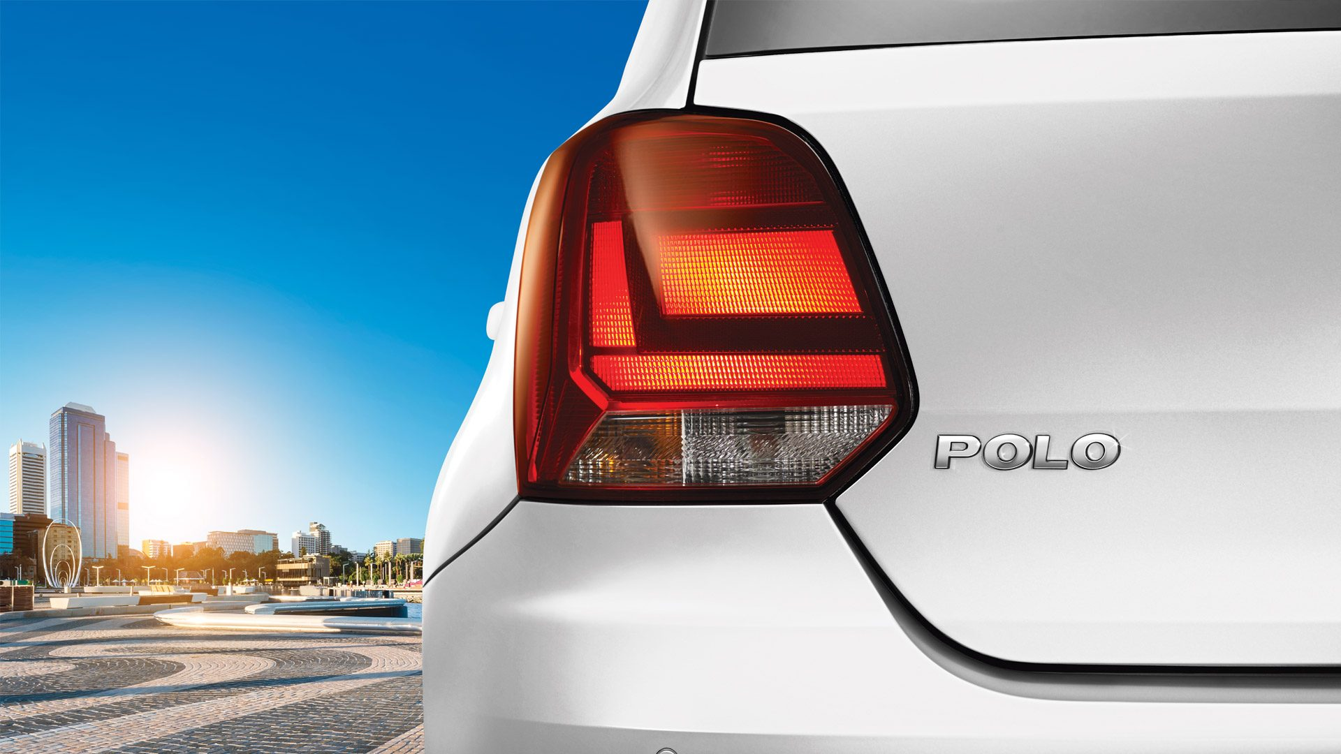 Volkswagen Polo Now With 1 0l Petrol Motor With 18 78 Kmpl Mileage Shifting Gears