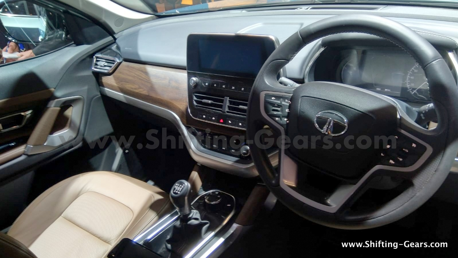 Live 7 Seater Tata Harrier Suv H7x Named As Buzzard 3
