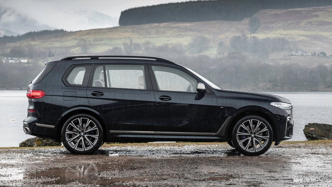 Bmw X7 Suv Arrives In India For Inr 98 90 Lakh Shifting
