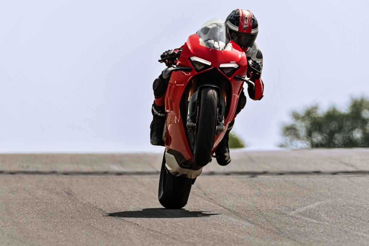 Ducati Panigale V4 - front Wheelie performed by Rider